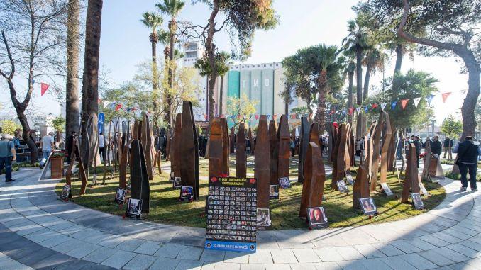 In Izmir wurde ein Denkmal für die Opfer des Massakers am Bahnhof von Ankara eröffnet