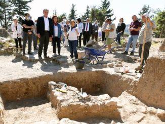 Præsident Secer turnerede i den tusind år gamle yumiktepe-høj