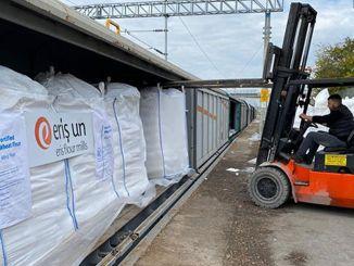 قطارات النقل tcdd تجعل شحنة الدقيق للأمم المتحدة إلى أفغانستان