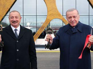 Präsident Erdogan landete auf dem internationalen Flughafen Aserbaidschans Fuzuli