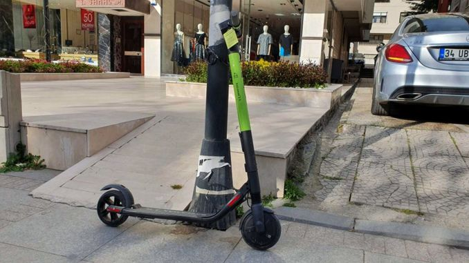 Where is it forbidden to park electric scooters in Istanbul?