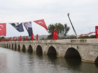 Die Restaurierung der historischen Architekten Sinanbrücke und der kurzen Brücke sind abgeschlossen.