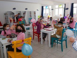 Тей основал интеллектуальную мастерскую в начальной школе Hürriyet в Михалиджчике.