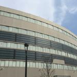 曲面にも対応できるソーラー発電,京急金沢文庫駅~ソーラー発電~車~壁面