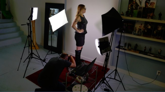 Raymi the Minx gets photogrammetric scan before 3d printing herself