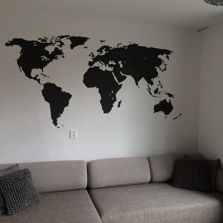 muurschildering van de wereldkaart bij particulier in Zwolle