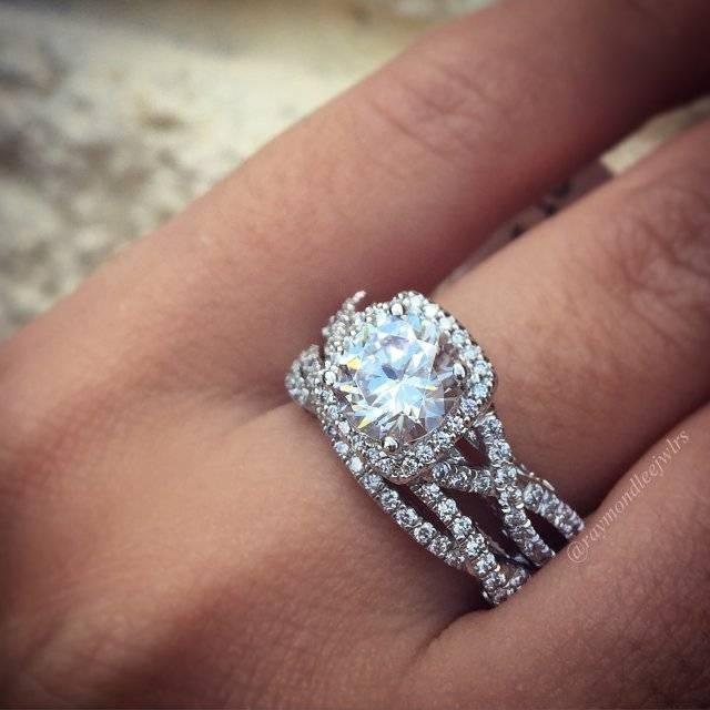 Ring 2 Diamond Shaped Pear Carat Hand