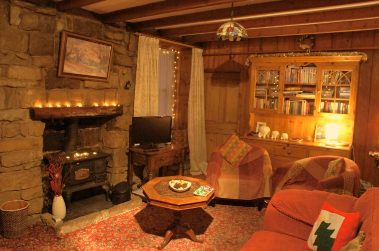 awesome country cottage style living rooms with wood beam ceiling