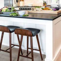 Advantages of Using Leather Bar Stools in Modern Design