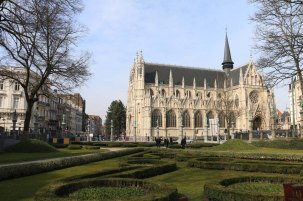 Belgium-brussels-traveling-travel-blog-architecture-Justice-Palace-Chapel-Church-Notre-Dame-de-la-chapelle