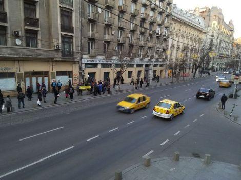 82481277 813868885742948 1170224493323354112 n 300x224 - Protestul împotriva taxei pe oxigen mutat în stația de autobuz