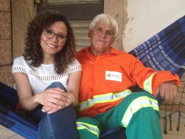 rede - MÉDICA E FILHA DE GARI: Jovem conta que primeiro salário usou para ajudar o pai: 'Comprei uma rede e coloquei portão em casa'