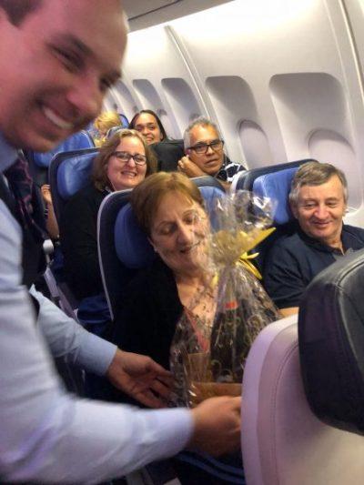 Azul faz homenagem a casal que completou 50 anos de união em pleno voo 2