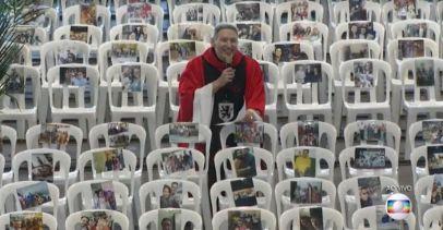 Padre Marcelo Rossi faz missa com fotos de profissionais de saúde: 'Rezamos por eles'