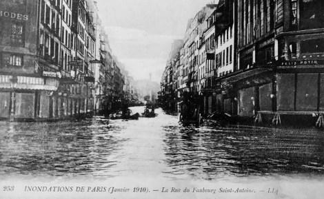 253 Inondations de Paris (Janvier 1910) - La Rue du Faubourg Saint Antoine. - LLq