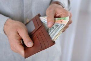 Алименты с заработной платы. С какой суммы начисляются алименты — источники удержаний