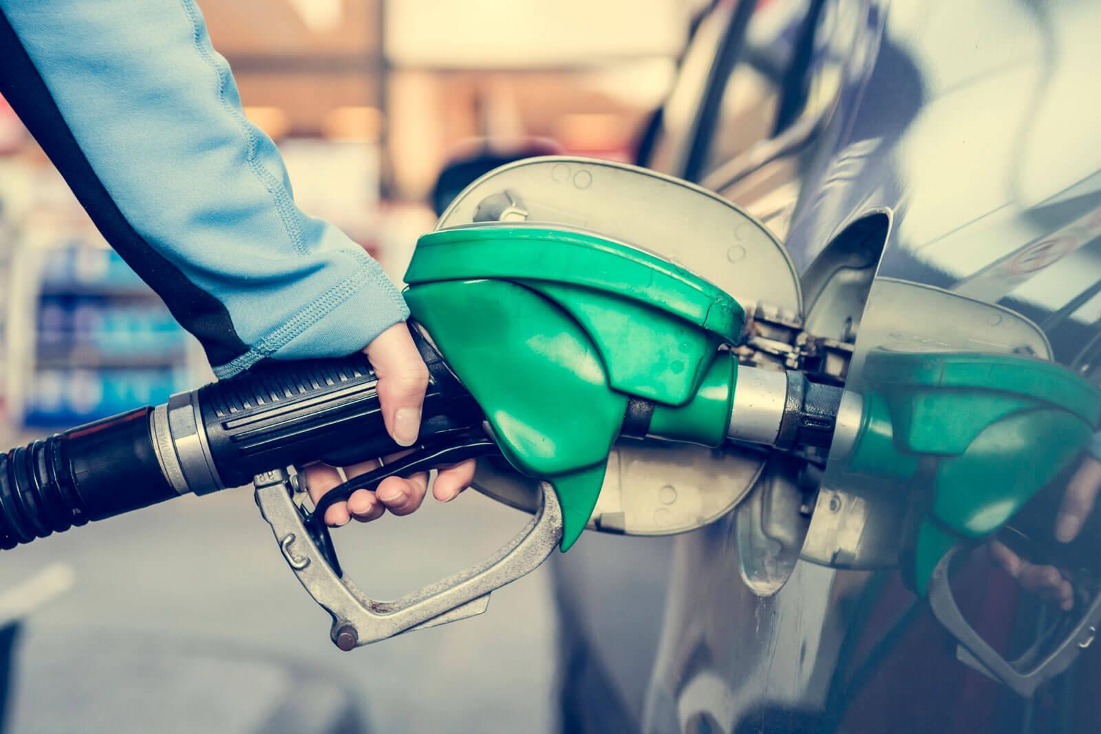 Garanta ao seu colaborador o cartão vale combustível que pode ser usado em uma rede ampla credenciada