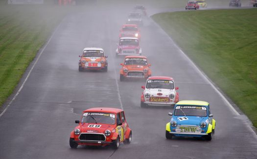 1024px-Castle_Combe_Circuit_MMB_94_Mini_7s_and_Mini_Miglia_Championship