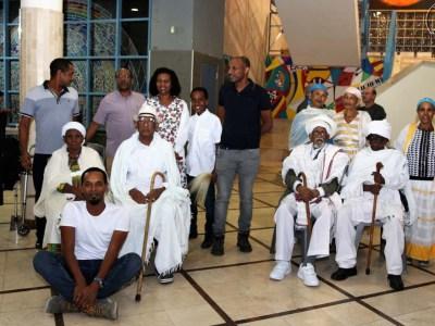 קשישים מבני העדה האתיופית שעברו את גיל המאה