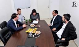 """ראש העיר וחברי ש""""ס בשעת חתימת ההסכם"""