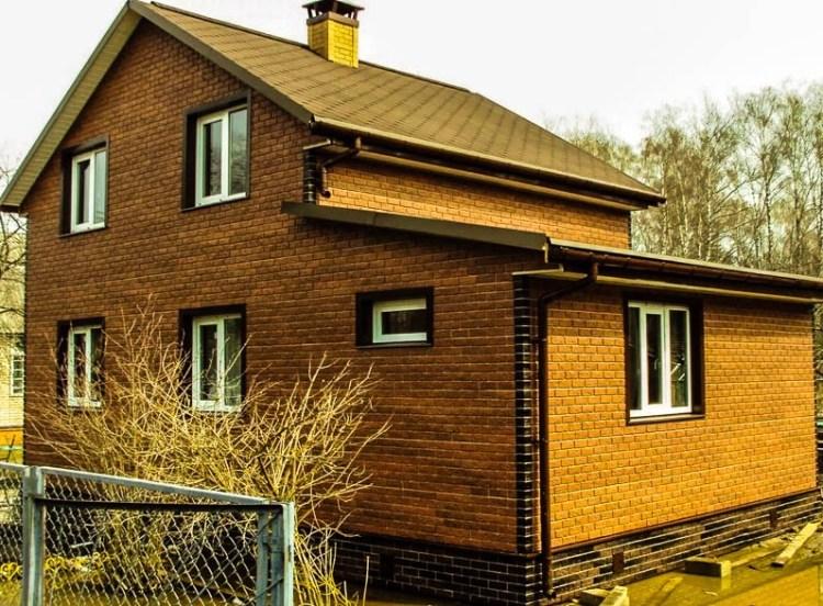 Дом абліцаваны цагляным сайдынгам