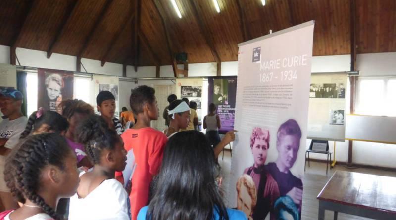 Les troisièmes visitent l'exposition Marie CURIE