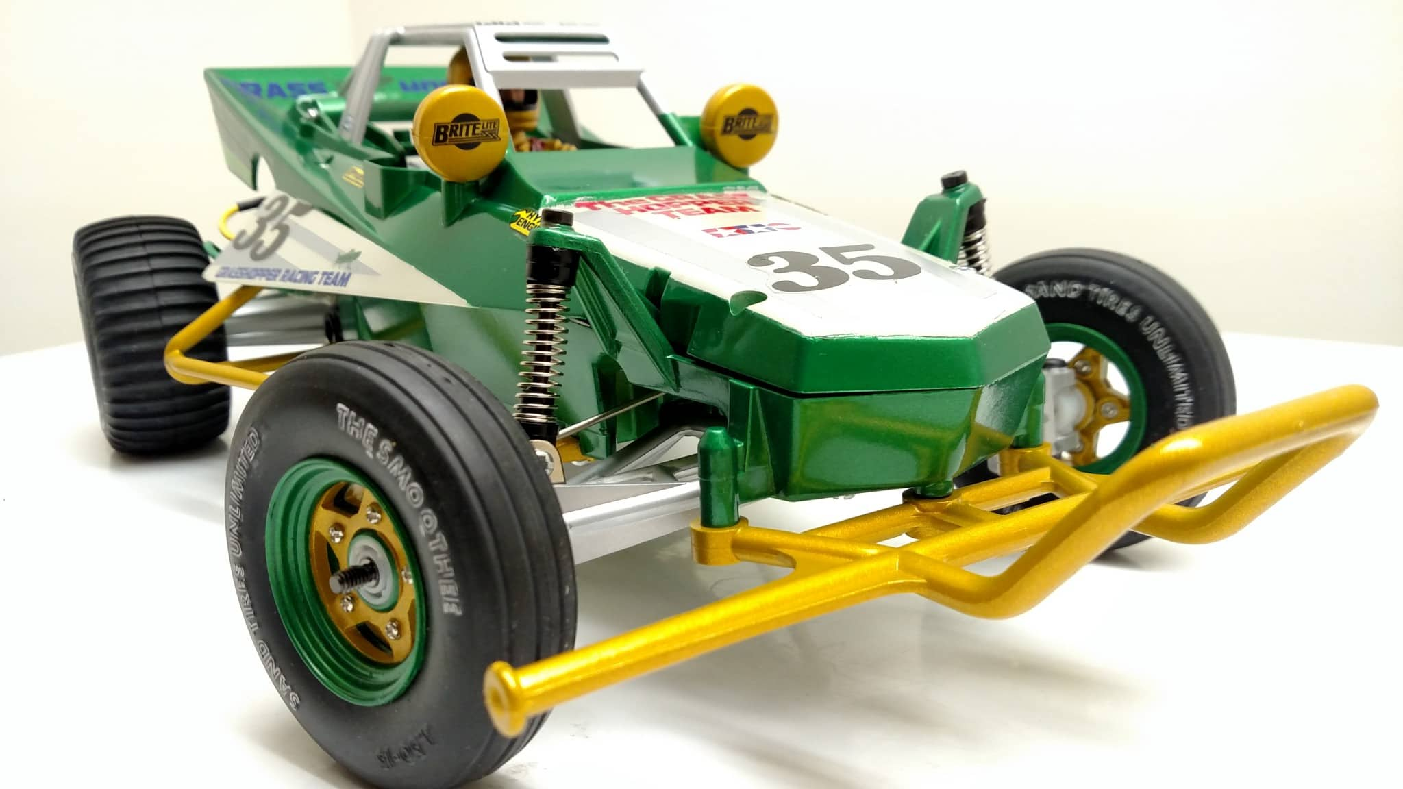 A Clean, Green Tamiya Grasshopper Build from 2RCProductions