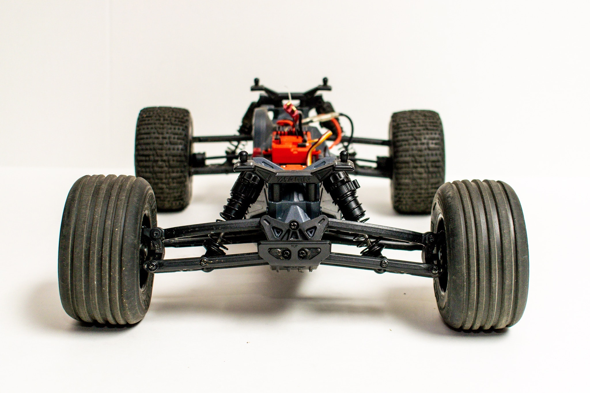 ARMA Fazon Voltage Studio - Chassis Front
