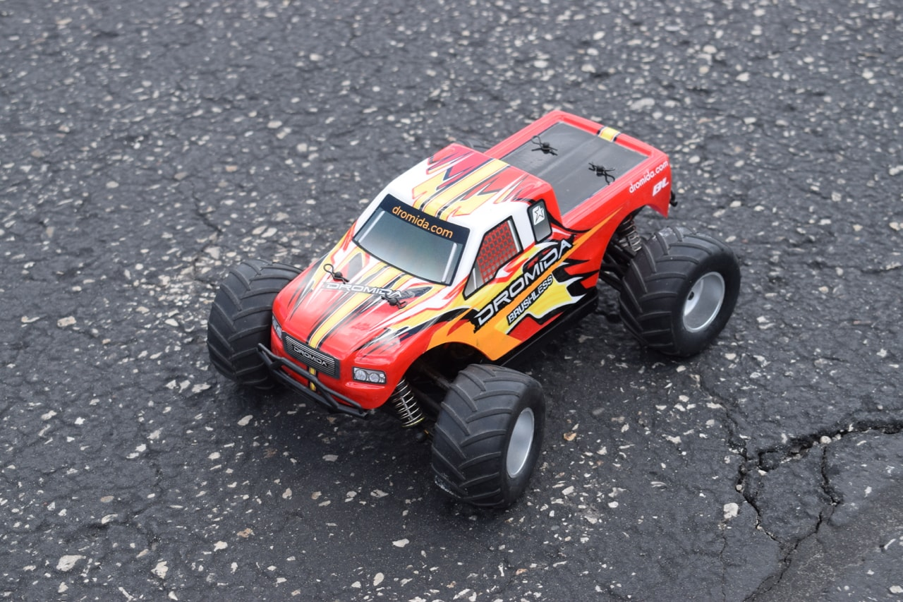 A Small-scale Land Rocket: Dromida's Brushless BL Monster Truck