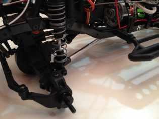 Custom-built aluminum links for the Axial SCX10