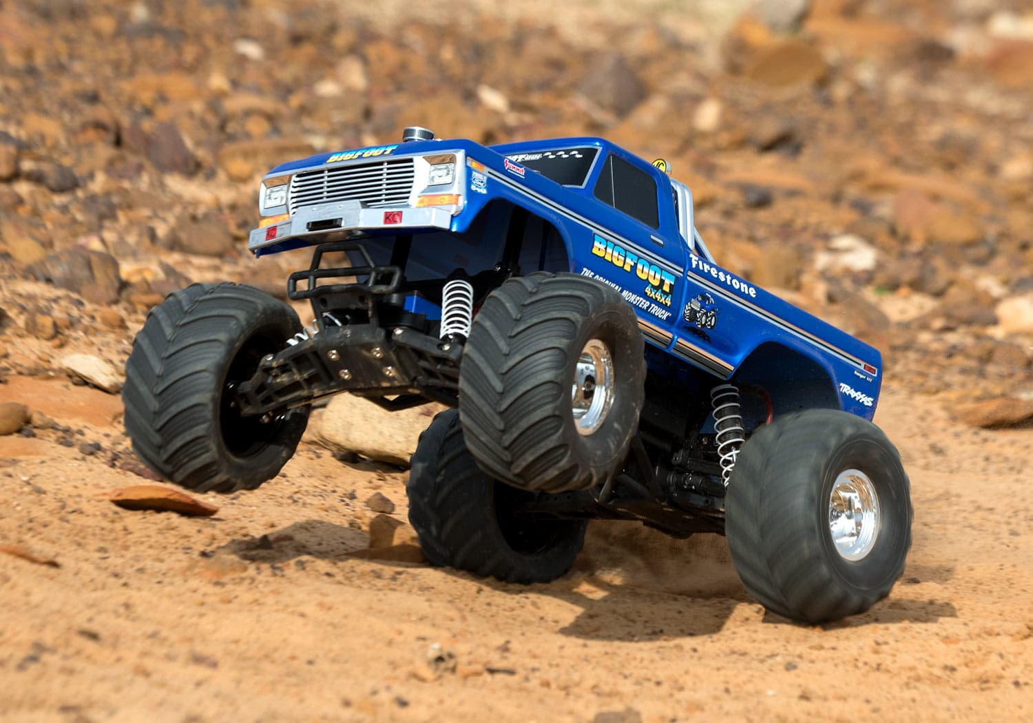 The Traxxas Bigfoot 4×4 Goes on a Retro Rampage [Video]