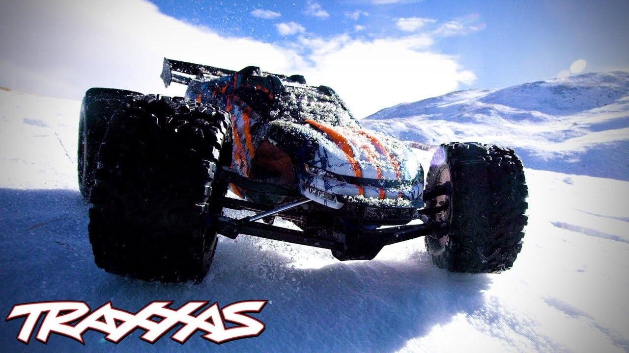 Blasting Through the Snow with a Traxxas E-Revo [Video]