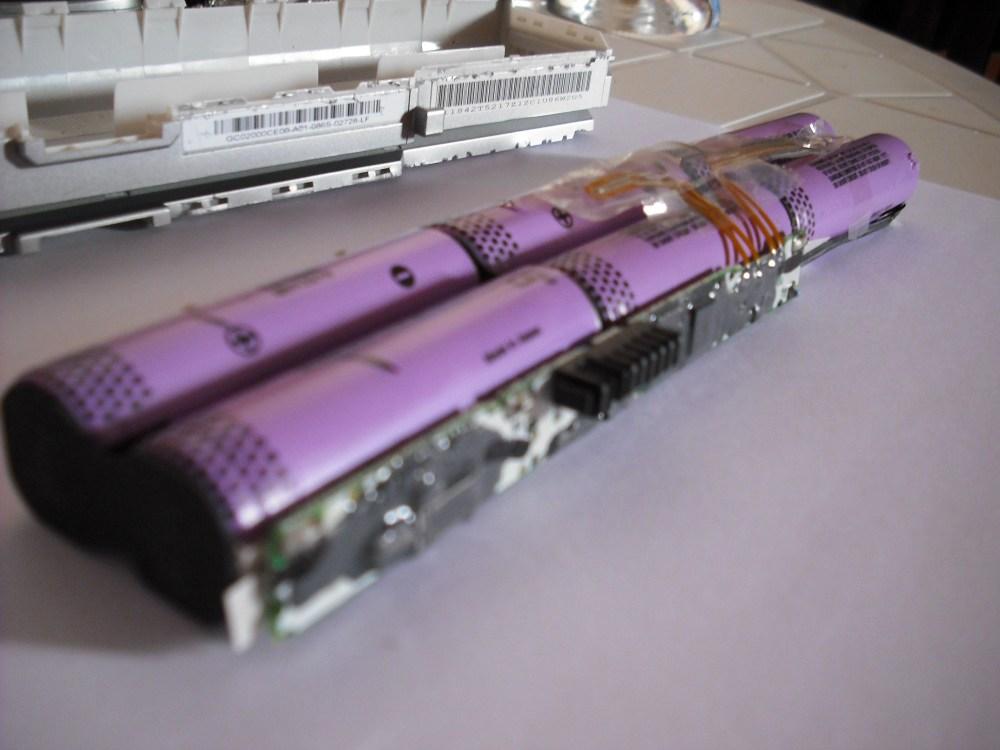 Deshuesando batería de laptop Lenovo (5/6)
