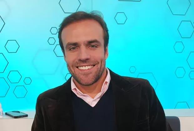 Roger Flores paga micão no SporTV ao tentar acertar conta de divisão
