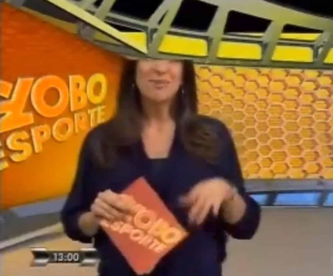 Viviane Costa apareceu com a cabeça 'cortada'