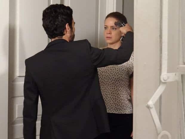 José Pedro/Fabrício Melgaço (Caio Blat) sequestrou Cristina (Leandra Leal)