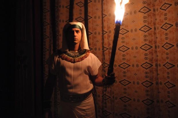 Egípcios ficam no escuro após invocação de Moisés