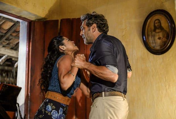 Luzia surta e bate cabeça em parede após brigar com Santo