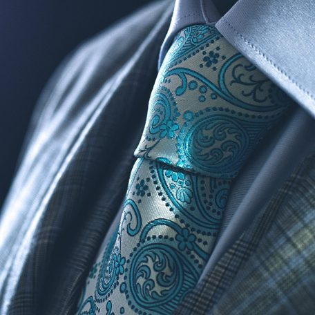 Turquoise tie made out of silk in rdb royal packaging