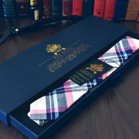 Luxusná bavlnená kravata modro ružovej farby kockovaného vzoru