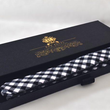 Kockovaná čienobiela kravata RDB Royal v drčekovom luxusnom balení