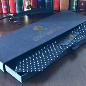 Elegantná pánska hodvábna čierna bodkovaná kravata