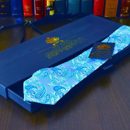 svetlo modrá elegantná paisley kravata