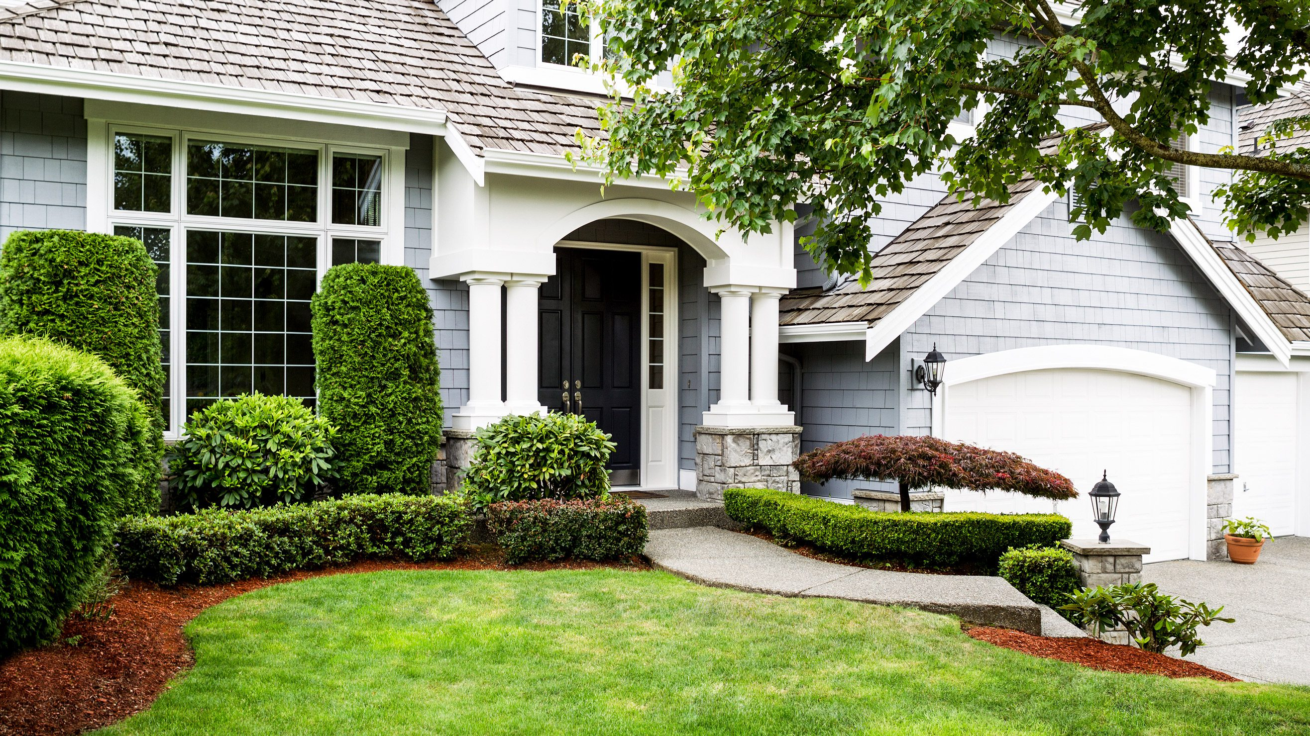 Front Yard Landscaping Ideas to Try Now Before It's Too ... on Landscape Front Yard Ideas id=99069