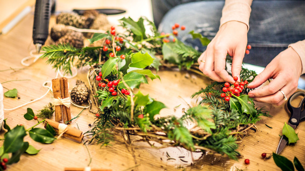 Cheap Christmas Decorations For Under $5, Or Free