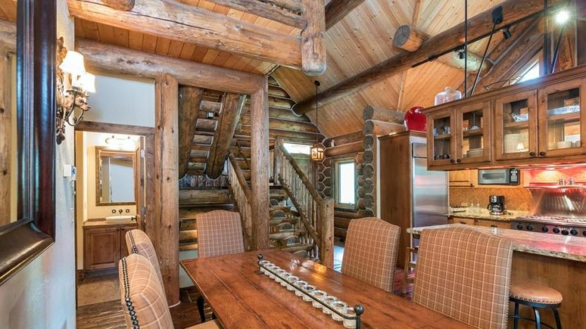 Three stories of chic log cabin class