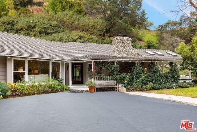 Midcentury exterior of lifestyle expert Carter Oosterhouse house