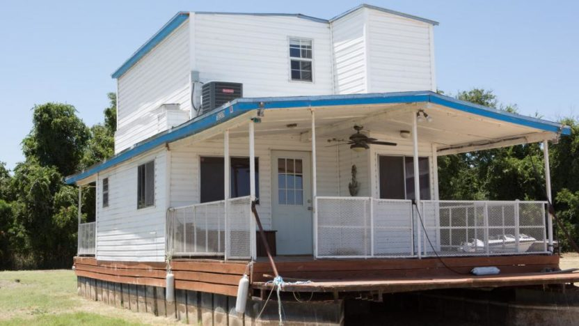 Chip and Joanna Gaines completely remodel this houseboat on dry land, before they know if it's seaworthy