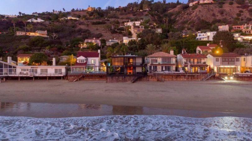 La Costa Beach frontage