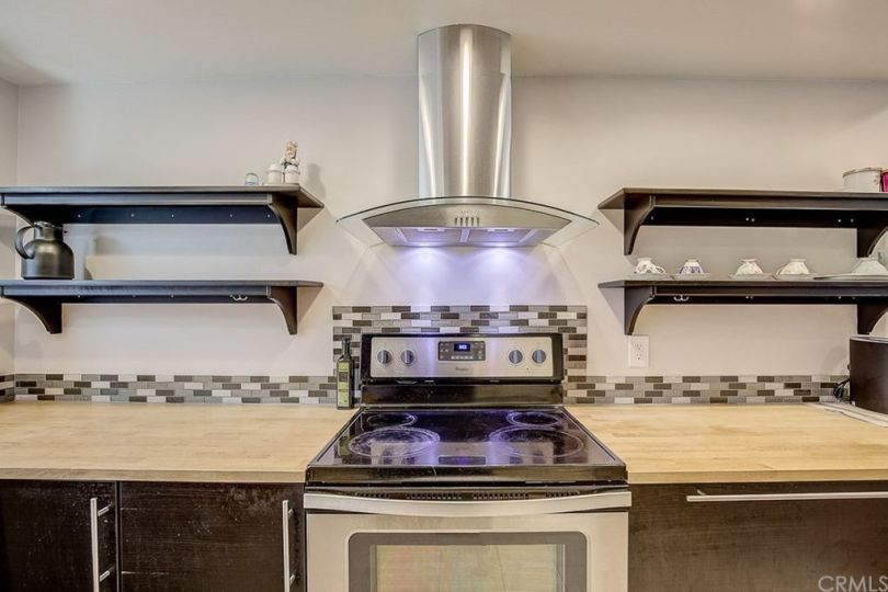 I saw many boring 1990s kitchens on home tours, but this updated, chic setup cut through the clutter.